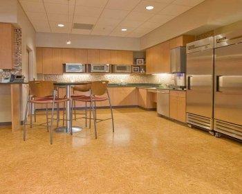 Можно ли пробковый пол устанавливать на кухне?
